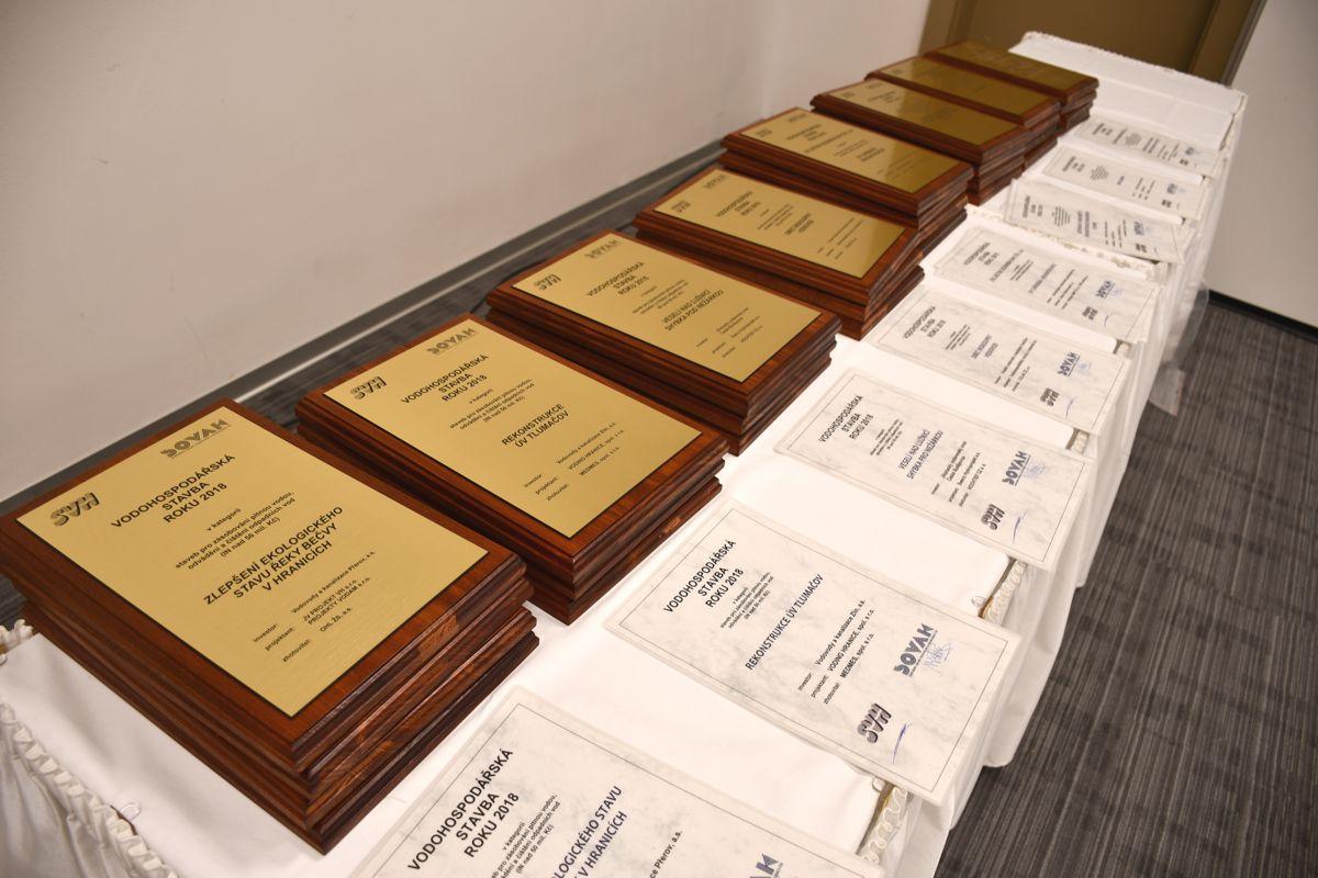 Diplomy pro oceněné v soutěži Vodohospodářská stavba roku 2018